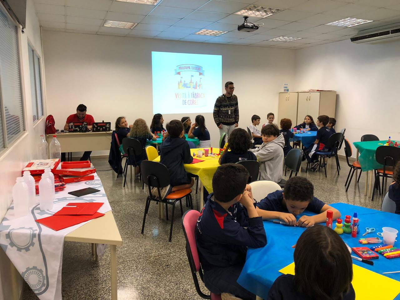 3ºs anos visitam fábrica da Faber Castell em São Carlos