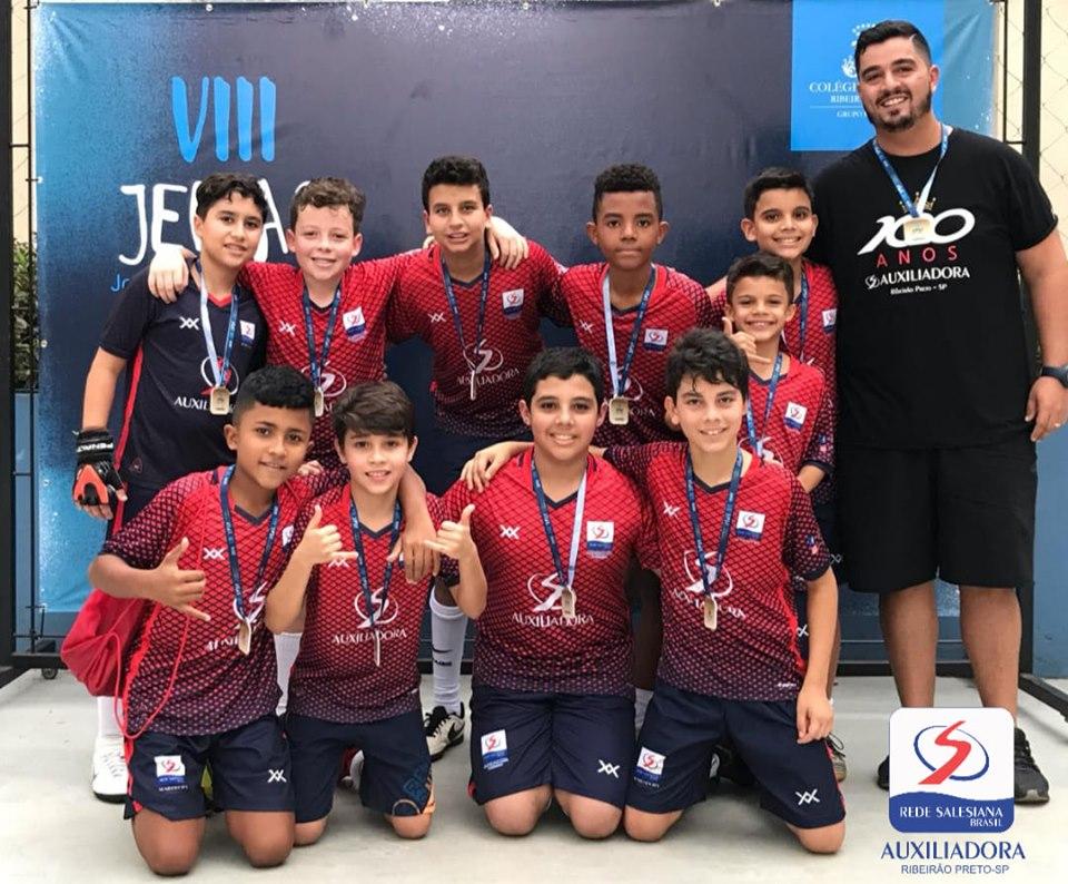 Equipe Sub-12 de Futsal é campeã do VIII Jemar